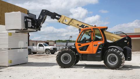 Forklift vs Telehandler